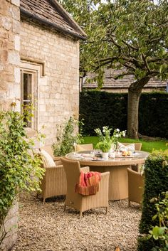 Luxury self-catering country house in Tresham, the Cotswolds - Home Design Inspiration Outdoor Dining, Outdoor Spaces, Outdoor Decor, Zen, Luxury Home Decor, Luxury Homes, Luxury Interior, Interior Design, Bungalow