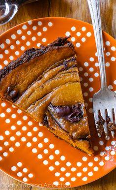 Bijzonder lekkere pompoentaart met bodem van gemberkoekjes en Nutella swirls