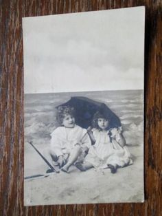 TWO-LITTLE-GIRLS-AT-THE-SEASIDE-WILDT-amp-KRAY-No-636-1900s