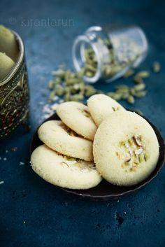 Nan Khatai {Eggless Meltaway Cardamom Cookies}   @KiranTarun http://kirantarun.com/food