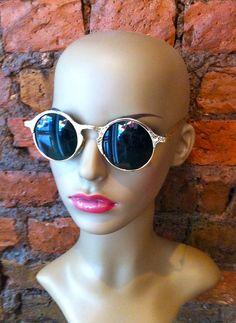 Vintage Sunglasses, Cat Eye Sunglasses, Round Sunglasses, Sunglasses Women, Facebook, Fashion, Moda, Round Frame Sunglasses, Fashion Styles