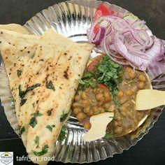 Via @tafri_on_road - Chole Kulche Street food at its Best #flavorsofdelhi #sodelhi #lbbdelhi #trelltaledelhi #foodporn #justdelhiing #desi_diaries #dfordelhi #delhifoodblogger #delhigram #instafood #Heydelhi #desitadkaa #Saadidilli #campusbloggers #Foodiye #indianfoodiye #MumbaiFoodiye #IncredibleIndia . Follow @Mumbai_Foodiye Follow @foodiye_international Make Foodiyé Friends in Comments