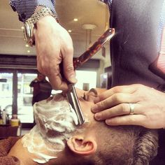 Haircuts for Men, High Quality Photos to take to your stylist or barber. Straight Razor Shaving, Shaving Razor, Wet Shaving, Shaving & Grooming, Men's Grooming, Hair And Beard Styles, Hair Styles, The Art Of Shaving, Barbershop Design