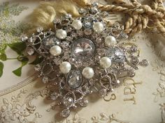 Sparkle rhinestones and pearls brooch pin