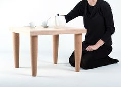 Self (Joan Rojeski, 2011): a magical end table. Its furoshiki packaging acts as a flat pack, an ecological strategy to reduce fuel consumption during transport. However it is not necessary to assemble it, with a simple gesture, the table is self assembled as if by magic.
