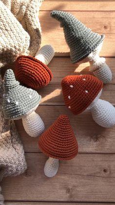 Diy Crochet Projects, Crochet Crafts, Yarn Crafts, Crochet Patterns Amigurumi, Crochet Blanket Patterns, Crochet Stitches, Crochet Food, Cute Crochet, Crochet Mushroom