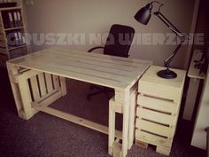 eco pallets desk made by Gruszki na Wierzbie www.facebook.com/paletowo