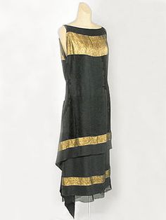 Callot Soeurs black silk crepe evening dress with bands of Oriental patterned gold lamé - c.1924 - Made in France