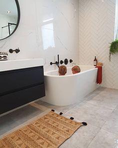 Dream Bathrooms, Home Interior Design, Interior Design Inspiration, House Goals, Apartment Design, Traditional House, Bathroom Inspiration, Bathroom Interior, Home Furniture