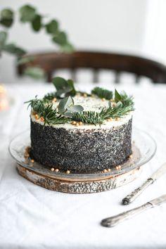 white chocolate and mascarpone poppy seed cake Red Velvet, Poppy Seed Cake, Cake Photography, Seasonal Food, Cake Decorating Tips, Recipe Images, Sweet Desserts, Food Presentation, Food Styling