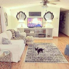 The paint may play its role, but when it comes to a rustic chic living room, the secret is in the details that pull everything together, the rustic farmhouse cherry-picked pieces that pop out in an otherwise plain chic room. Perhaps you can go farther and pick a wall to cover in wooden panels or to hang wood features and interesting casual lighting fixtures. These country living room ideas, are some of the best options you can find, all combined into a rustic chic living room design ex.. Home Renovation Costs, Mobile Home Renovations, Mobile Home Makeovers, Home Remodeling Diy, Remodeling Mobile Homes, Bathroom Remodeling, Basement Remodeling, House Renovations, Houzz Bathroom