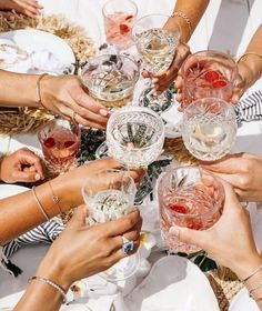 💥✨Cheers to the year everybody! ✨💥⠀ ⠀ Wishing you all the very best 2019 absolutely jam packed with love and laughter! We love our brides… Cheers, Photo Chateau, Tout Rose, Fashion Bubbles, Alcoholic Drinks, Cocktails, Living In London, Summer Aesthetic, New Wall