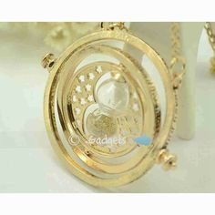 Check it out Potter Heads! Harry Potter Time Turner Necklace Hermoine Granger Rotating Spins Hourglas GD US Harry Potter Necklace, Time Turner, Harry Potter Memes, Hermione Granger, Spinning, Jewelry Necklaces, Pendant Necklace, Accessories, Hourglass