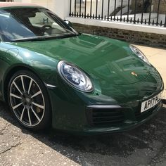 Came across this @porscheretail #911 #pts #targa in #Chelsea a couple of weeks back. Am not one for #green usually but have to say this looked stunning in the flesh. Perhaps #IrishGreen @ptsrs @ptsgt3 ? In any case a job well done by whomever specc'ed the car.