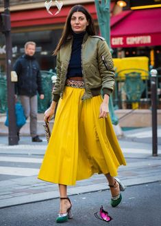 The Freshest Street Style Looks Anyone Can Pull Off The Freshest Street Style Trends Anyone Can Pull Off via @WhoWhatWearUK<br> Fashion Week Paris, Street Fashion Show, Fashion Mode, Look Fashion, Autumn Fashion, Fashion Trends, Japan Fashion, Trendy Fashion, Street Style Trends