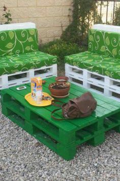 Green pallet (The green fabric is neat but the table would look better if it was white!)