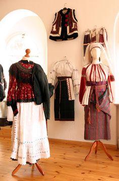 A Kárpátmedence viseletei - 104227362733955419577 - Picasa Web Albums. Matyo and Csango Folk Costume, Costumes, Capital Of Hungary, Ethnic Dress, Red Boots, Fashion History, Folk Art, Albums, Designer Dresses