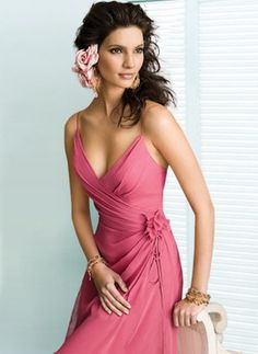 How could anyone dislike this bridesmaid dress? Sooo pretty!!
