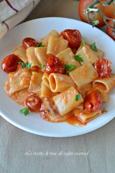 pasta tomatoes and soft cheese Best Italian Recipes, Favorite Recipes, Baba Recipe, Pasta Recipes, Cooking Recipes, Vegetarian Recipes, Healthy Recipes, Salty Foods, Pasta Dishes