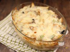 Paste cu legume la cuptor Pizza Recipes, Cooking Recipes, European Dishes, Caesar Pasta Salads, Romanian Food, Romanian Recipes, I Want To Eat, Mozzarella, Good Food