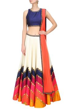 Looking to Buy Lehenga Online: Buy Indian lehenga choli online for brides at best price from Andaaz Fashion. Choose from a wide range of latest lehenga choli designs. India Fashion, Asian Fashion, Tokyo Fashion, Street Fashion, Fashion Women, Indian Attire, Indian Wear, Indian Style, Patiala Salwar
