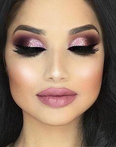 dezent schminken tipps und tricks wie man tages make up zu abend schminke macht glitzer rosa schminke matt lippen