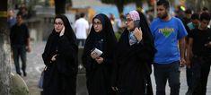 Ενας στους δύο Ιρανούς δεν θέλει να φοράνε οι γυναίκες μαντίλα
