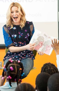 Reading is Fun-damental! The actress reads to an elementary school in D. Liz Banks, Elizabeth Banks, Chloe Grace Moretz, Big Picture, Hurley, Hottest Photos, Cool Photos, Actresses, Reading
