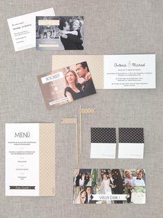 Klassische Kartenserie in Beige und Schwarz mit Herzmuster und gefalteter Menükarte von Carteland bei www.weddingstyle.de