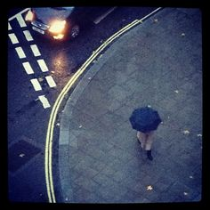 Wet and windy day in #London 9°C | 48°F #BurberryWeather