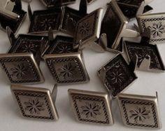NH400 2 broche Antique Nickle Diamond / pyramide Starburst Spots, goujons, ongles chefs 100pk utilisé pour cuir bricolage & tissu lourd travail.