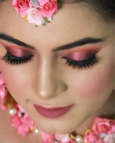 Bridal Makeup Trends for 2019 for a modern bridal look! Bride Eye Makeup, Indian Eye Makeup, Golden Eye Makeup, Indian Eyes, Wedding Eye Makeup, Indian Wedding Makeup, Best Bridal Makeup, Bridal Makeup Looks, Pink Makeup