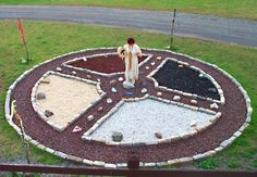 Medicine Wheel at Mesa - ceremonial circles of stones used by Native Americans for healing, spiritual rituals, prayer, meditation, and as visual reminders of higher principles. This would be nice for a walking medition circle in the garden. Native American Medicine Wheel, Native American Wisdom, American Indians, Meditation Garden, Meditation Prayer, Native Art, Garden Art, Nativity, Creative