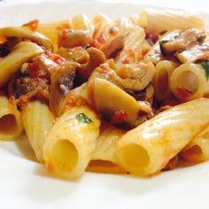 #Rigatoni e #funghi di #ferla! Buon #pranzo a tutti i #fan di #ricettelastminute!  #love #food #instapic #instacool #instafood #instagood #instagram #instaphoto #ingredients #me #pomodoro #prezzemolo #italia #italy #sicilia #sicily #catania #photooftheday