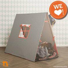We love! A tenda infantil da Ferm Living, feita com base de madeira e tecido 100% algodão. Destaque para o design, com janelinha que vem até com cortina!