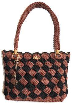 Vår nya kollektion är handgjorda väskor i textil material i ett stort antal olika varianter, färger och mönster