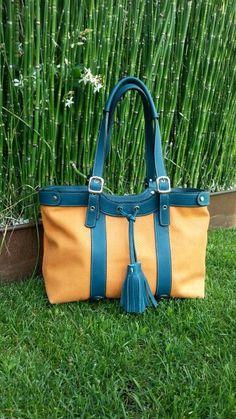 Orange Snake print with turquoise leather. Just try it. O como dicen por aquí.  Bolso naranja con piel tuquesa. Te atreves?