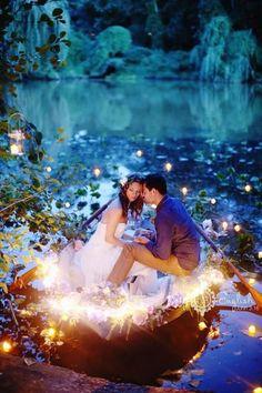 idée-séance-photo-mariage-romantique-barque-lagune