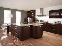There are many great new ideas out on the market from creative uses of colors, innovative materials and modern appliances. Today, we will provide you with tips on how to make your old kitchen look modern.