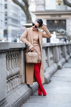 Four outfit looks highlighting how accessories can change an outfit! Focusing on red and beige colors - winter styles that are classic! Best Casual Outfits, Summer Dress Outfits, Summer Outfits Women, Winter Outfits, Bordeaux, Nude Bags, Poncho Coat, Wendy's Lookbook, Beige Outfit