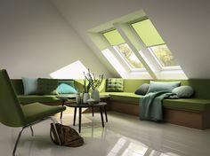 Zöld nappali VELUX tetőablakokkal