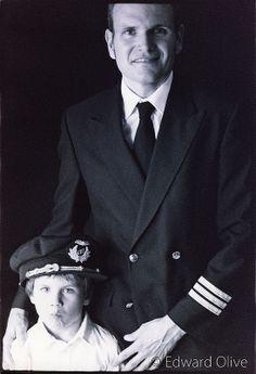 Pilot boy (with father) © Edward Olive fotos de familia album familiar