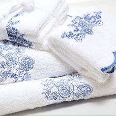 Machine Embroidery Design - Blue flowers - 3 in 1 Pillow Embroidery, Towel Embroidery, Embroidered Towels, Ribbon Embroidery, Embroidery Software, Free Machine Embroidery Designs, Machine Embroidery Projects, How To Fold Towels, Cross Stitching