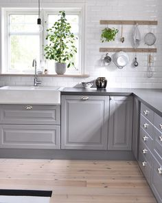 Kitchens - Browse, Plan & Design - an in Depth Anaylsis on What Works - bucurieacasa Kitchen Interior, Kitchen Inspirations, Kitchen Design Small, Small Kitchen, Luxury Kitchens, Kitchen Remodel, Kitchen Decor, Kitchens Without Upper Cabinets, Home Kitchens