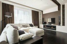 intérieur ultra moderne et très sobre, couleur peinture salon taupe, canapé blanc, cheminée magnifique