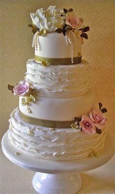 https://flic.kr/p/d8MbZs | Roses & Ruffles wedding cake