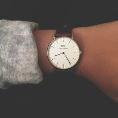 Watches and autumn just go together. I love Daniel Wellington for their sleek designs. Looks Chic, Looks Style, Cape Cod Collegiate, Jewelry Accessories, Fashion Accessories, Coachella Accessories, Mode Inspiration, Mode Style, Girls Best Friend