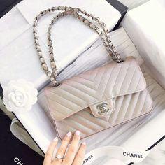 Chanel Beautiful Handbags, Ysl, Balenciaga, Givenchy, Fendi, Gucci, New  Instagram 30c277133aa