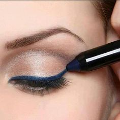 Make Up Tips : Cobalt eyeliner is what to wear this fall and winter. Kiss Makeup, Love Makeup, Makeup Tips, Makeup Looks, Hair Makeup, Eyeliner Makeup, Sexy Makeup, Black Makeup, All Things Beauty