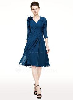 A-Line/Princess V-neck Knee-Length Chiffon Mother of the Bride Dress With Ruffle (008062540) - JJsHouse